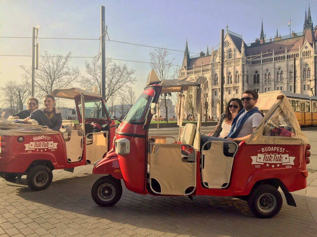 Budapest City Tour in a TukTuk (2,5h) + Free Boat Trip on Danube (70 min)